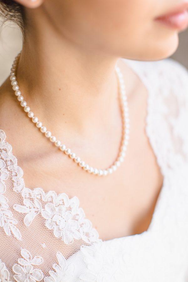 Collana di perle indossata